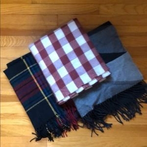 Blanket scarves set